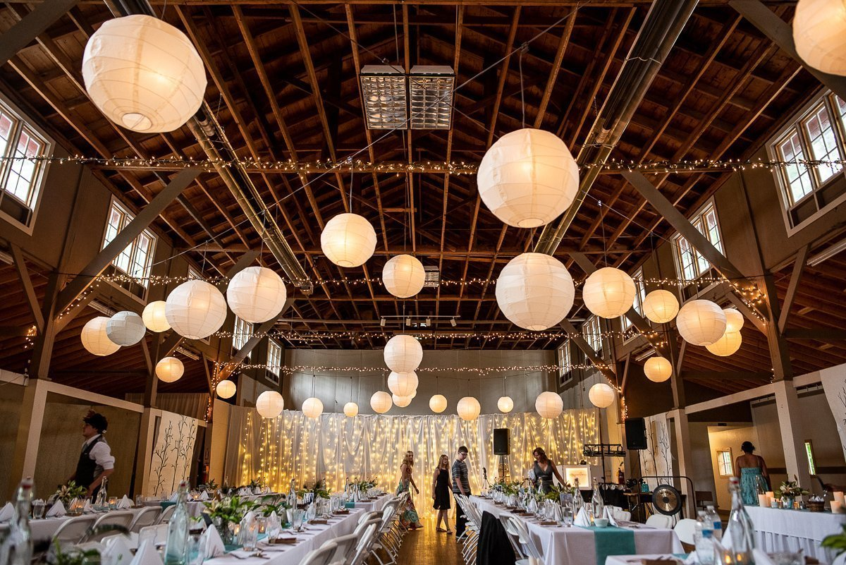 Wedding decoration for the reception with chinese lanterns hanging from the cealing