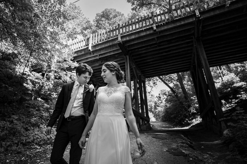 bw bride and groom with bridge on background