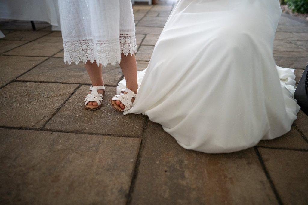 flower girls cute twisting feet
