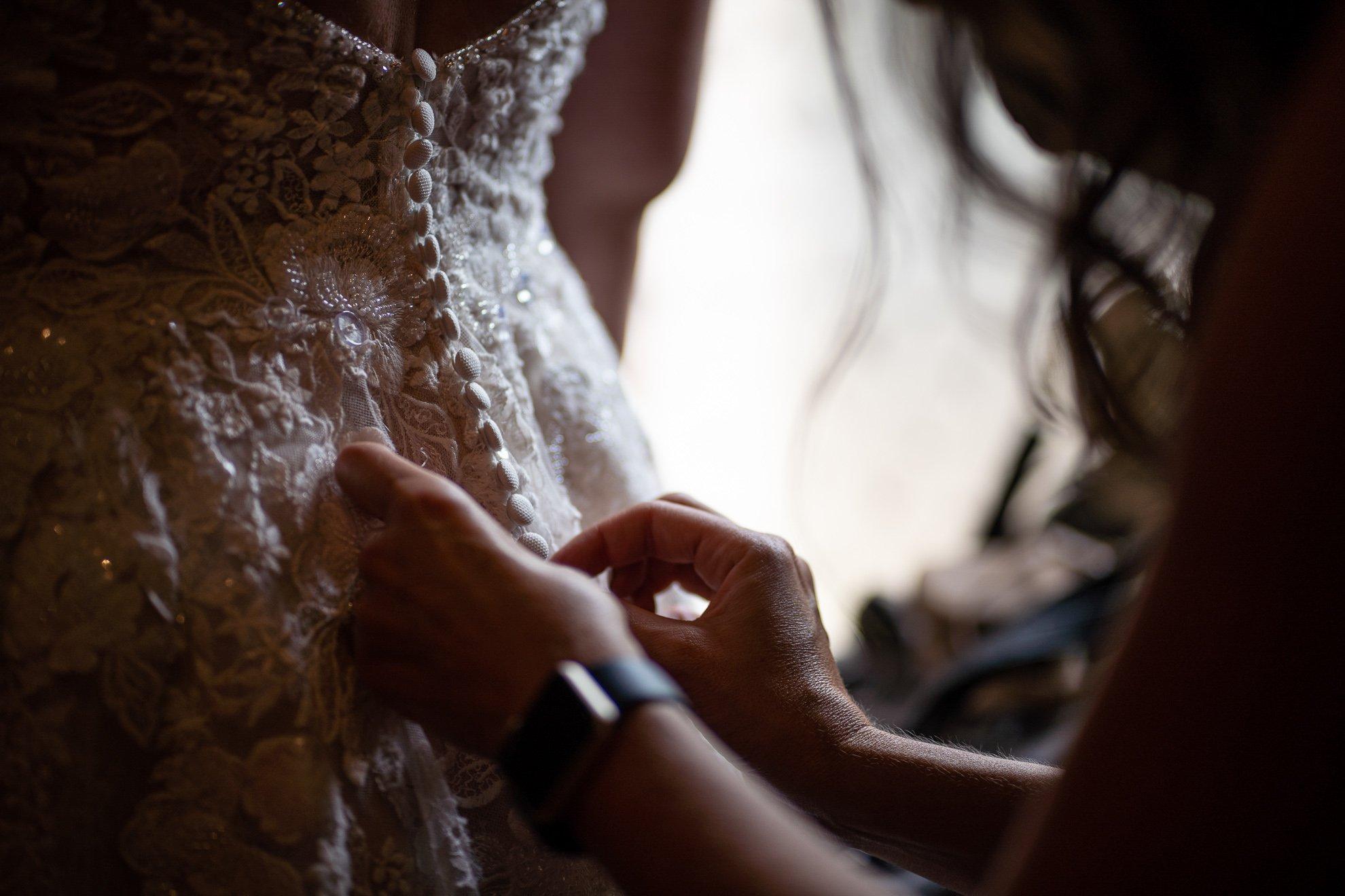 bridesmaid bottoning wedding dress