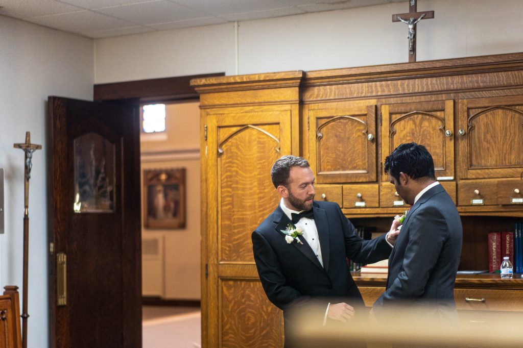 wedding photographers wisconsin groom best man