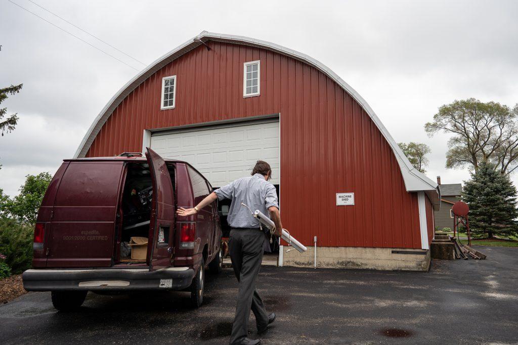 wedding dj shutting his vans door